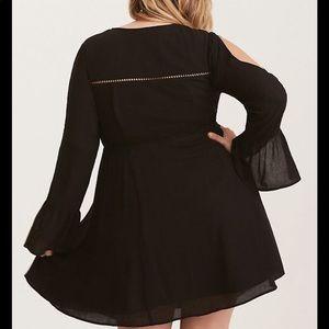 torrid Dresses - Torrid 2x black lace up peasant bell sleeve dress